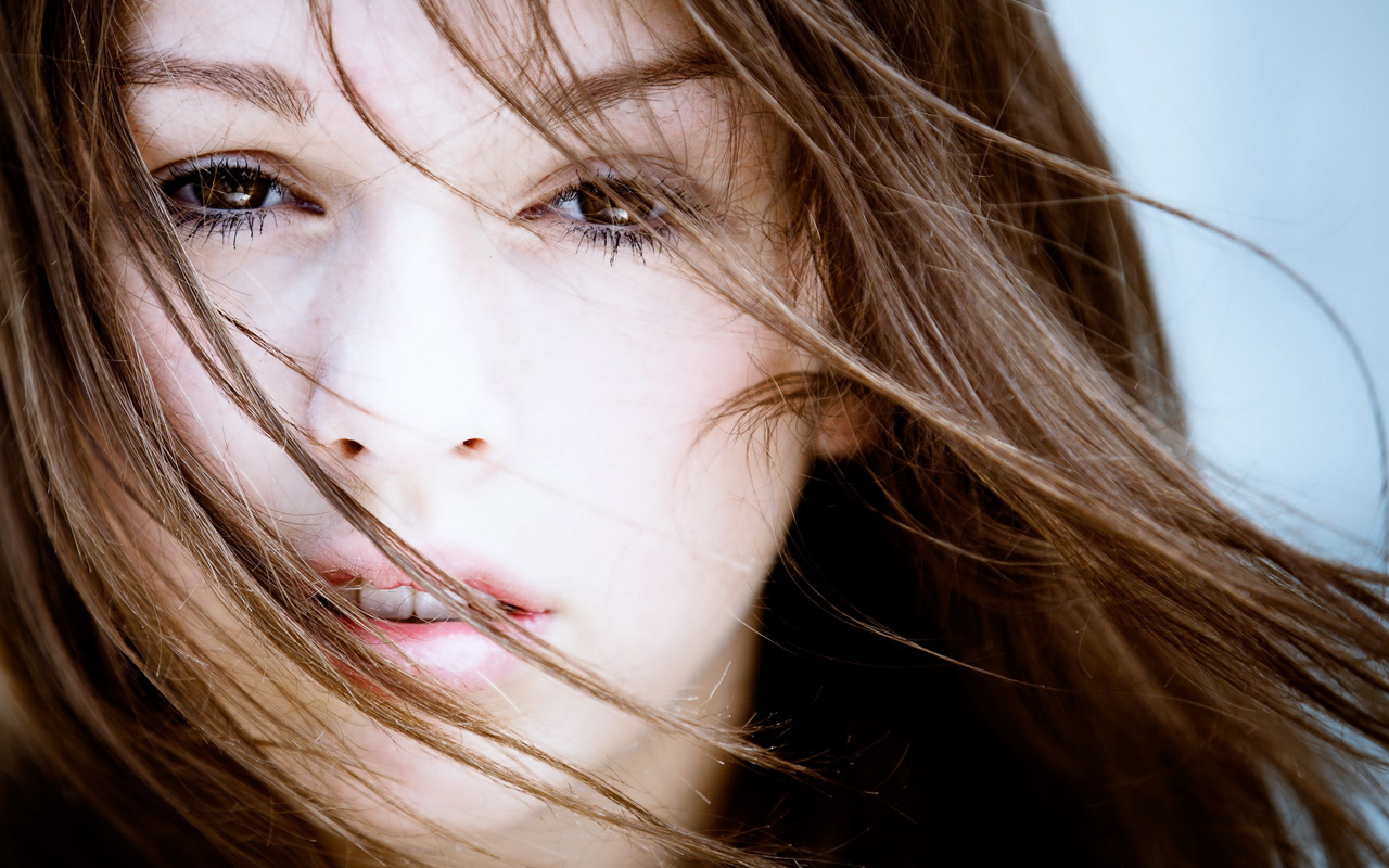 时尚欧美金发美女高清桌面壁纸图片
