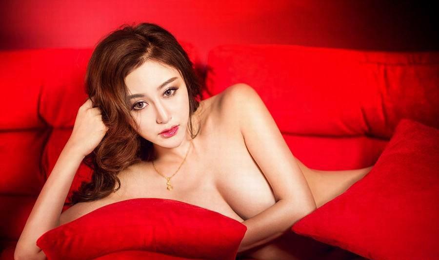 红色惊艳美女私照!