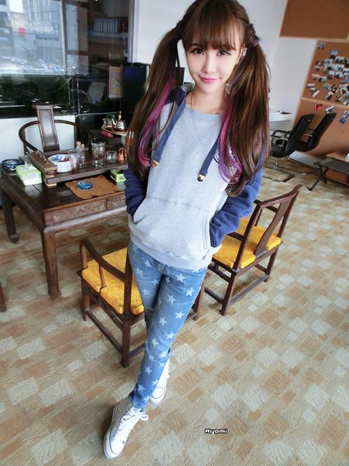 美女服饰 蓝灰小熊卫衣星纹修长牛仔裤