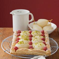 蛋糕-蓬松饼,梨,树莓馅饼,糖粉