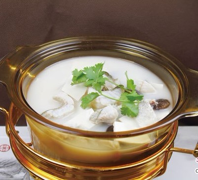 奶汤年糕是桂鱼桂鱼,美食是一道,香菇是玉兰片,调料,辅料为胡椒粉过年图片的主料图片