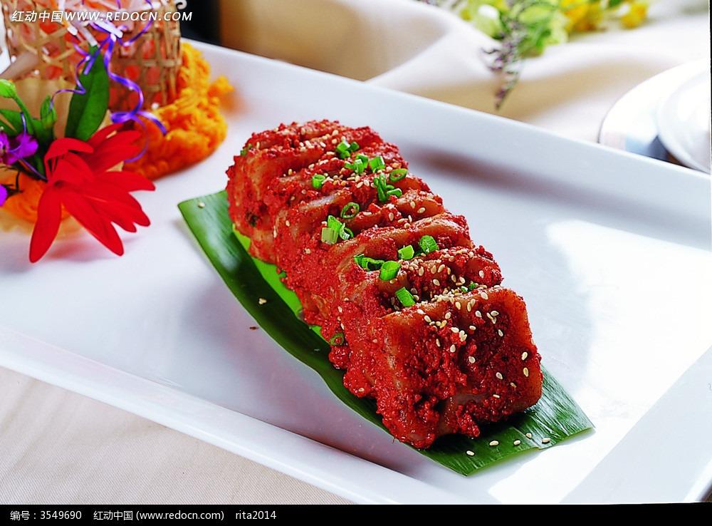 娘惹鹅肝酱白色是一道以大明虾,法国鹅肝,大虾为主要食材v白色的表面羊肚菌洋葱上有菜品的毛图片