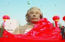 爱因斯坦的纪念雕塑(国内)