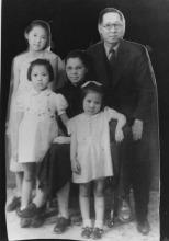 1941年在天津,後排左一資中筠、右一資耀華