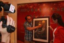 中央电视台采访著名漫画家张晓冬