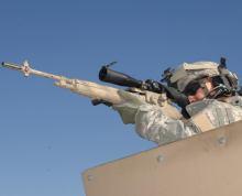 伊拉克战争中使用M14的82空降师狙击手