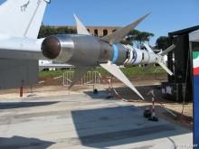 回复:当年越南战争,米格17的表现那样好,为啥不装空空导弹?