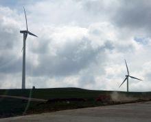 内蒙古草原上的风力发电机