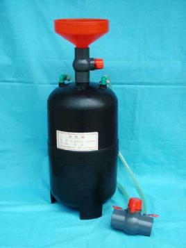 打开罐底的排水开关前,应先打开真空排除阀或球阀,否则水排不出去.图片