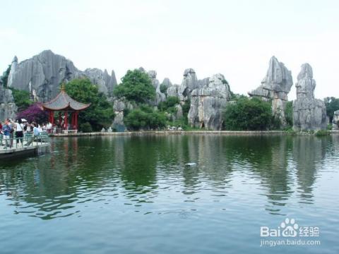 昆明最著名景点:石林,九乡风景名胜区,云南民族村,世界园艺博览园