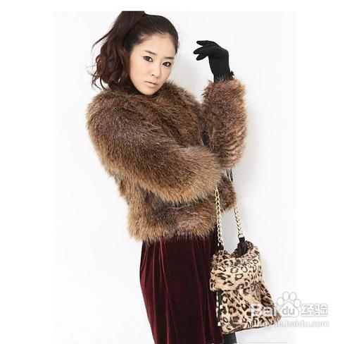冬季短款皮草外套搭配方法