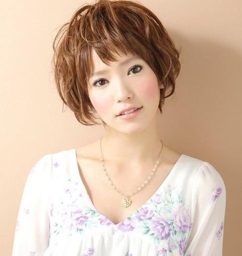 1 烫发一:中长卷烫发修脸 东方女生非常在意自己的脸大脸圆,八成都图片
