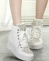 > 生活常识  我们小时候穿鞋子的时候不怎么注意穿鞋带的花式.图片