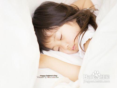 美女睡觉枕头图片