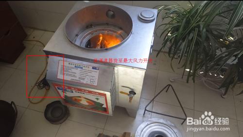 农村节柴灶 家用烧柴炉的点火 使用图片