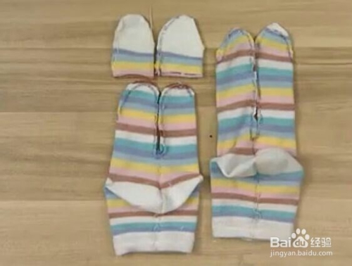 如何把袜子变可爱的布娃娃图片
