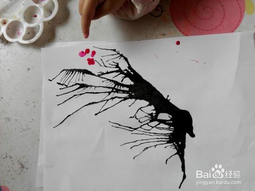 儿童画---好玩的吹墨画图片