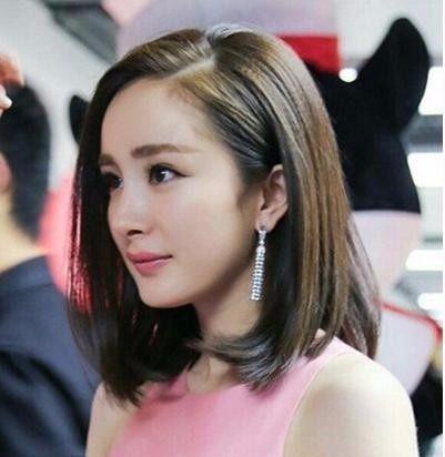 今年夏天最流行的女生短发发型,杨幂,景甜纷纷迷上锁骨卷发型图片图片