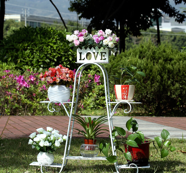 绿植搭配花架才算完美,欧式铁艺花架,让鲜花充满你有情调的生活图片