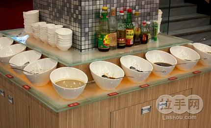 【菜品展示】 鸳鸯锅 自助小料台 由你坐煮是新近开业的绿色时尚火锅图片