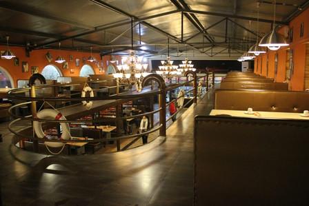 打造了夜沙龙烧烤日照旗舰店,欧式的店面装修,幽雅的内部环境,以及