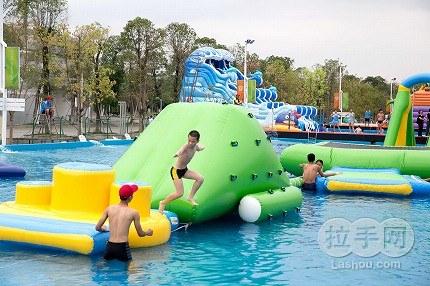 水上闯关节目泳衣掉落
