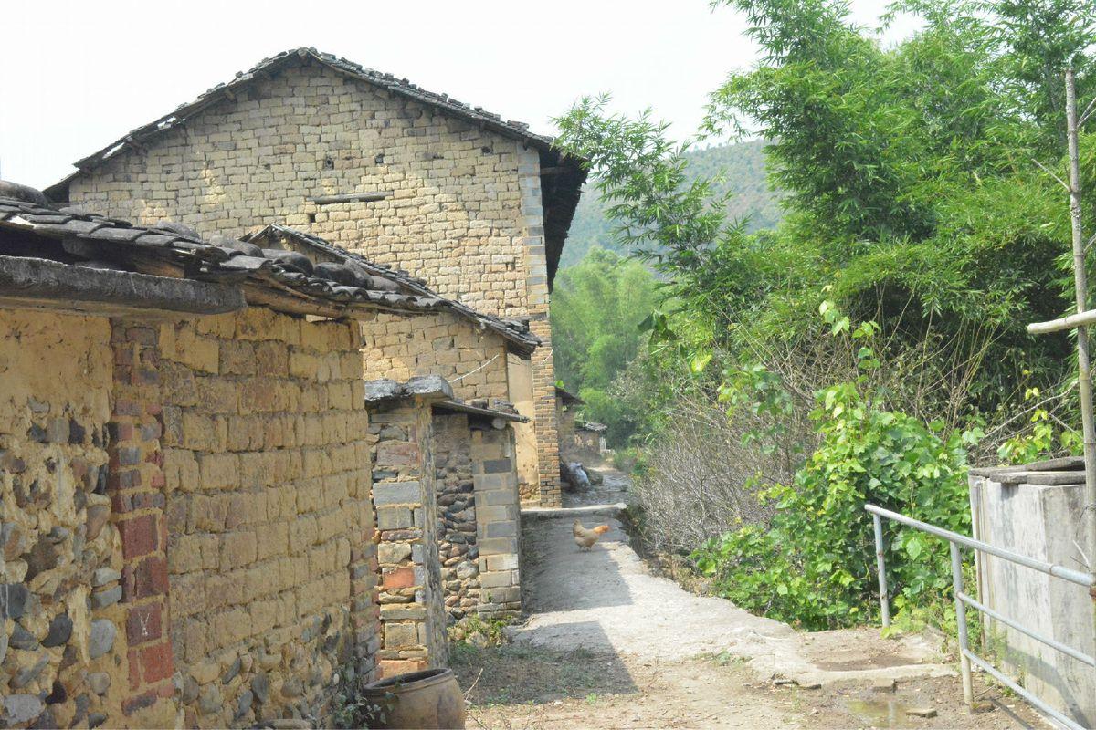 旁边的土房子图片图片