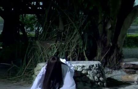 求恶搞鬼片贞子从电视爬到另外个电视片名?图片