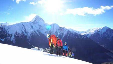 美!航拍驴友攀登那玛峰