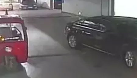 13岁熊孩子偷开车去上学