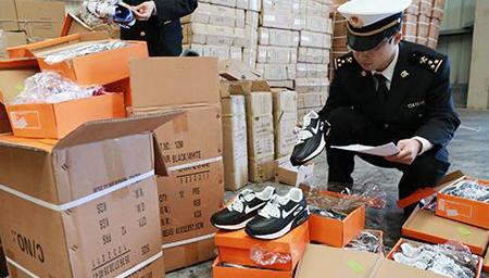 假鞋工厂被警方侦破 查扣50多万双