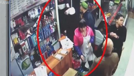 重庆:强碱水泼食客 不冷静酿大事故