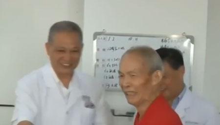 83岁大爷做心脏手术