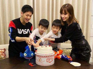 林志颖夫妇为双胞胎儿子庆生,KIMI负责拍照