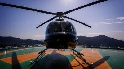 旋转跳跃一言不合就炫技 直升机开出过山车效果