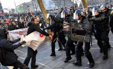 法国多城现反暴力执法游行