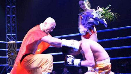 武僧一龙5次KO欧洲冠军 大秀醉拳暴打对手