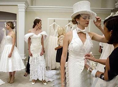 """美国""""卫生纸婚纱设计大赛""""冠军出炉"""