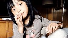赵薇晒5岁女儿近照