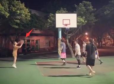 周杰倫昆凌組隊打籃球撒狗糧 周董主動給老婆傳球