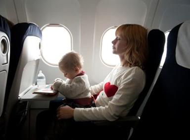 """俄罗斯""""虎妈""""把婴儿举出窗外"""