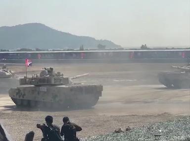 """国产坦克集体跳""""圆舞曲"""""""