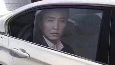 达康书记个性车窗贴膜热销 交警提醒属违法要罚款