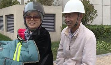 67岁奶奶为送老伴考驾照