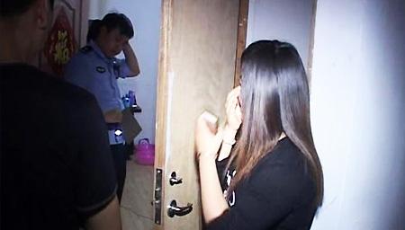 单身男偷拍合租女孩洗澡