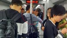 情侣地铁一吻11站25分钟