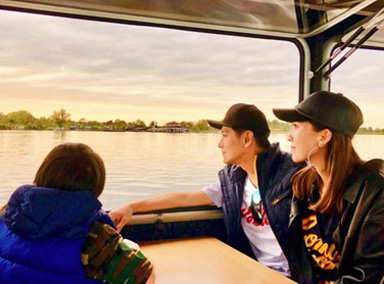 林志颖与妻儿湖畔庆生 一家三口同看夕阳