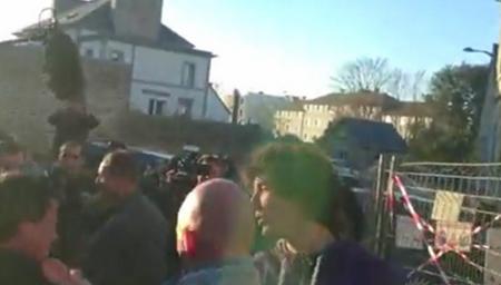 法国总统候选人竟被民众扇耳光