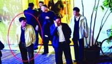 记者暗访官员吃娃娃鱼被暴打 警察反协助施暴者