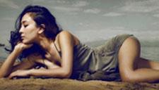 马苏拍性感写真 卧沙滩展现妖娆身姿